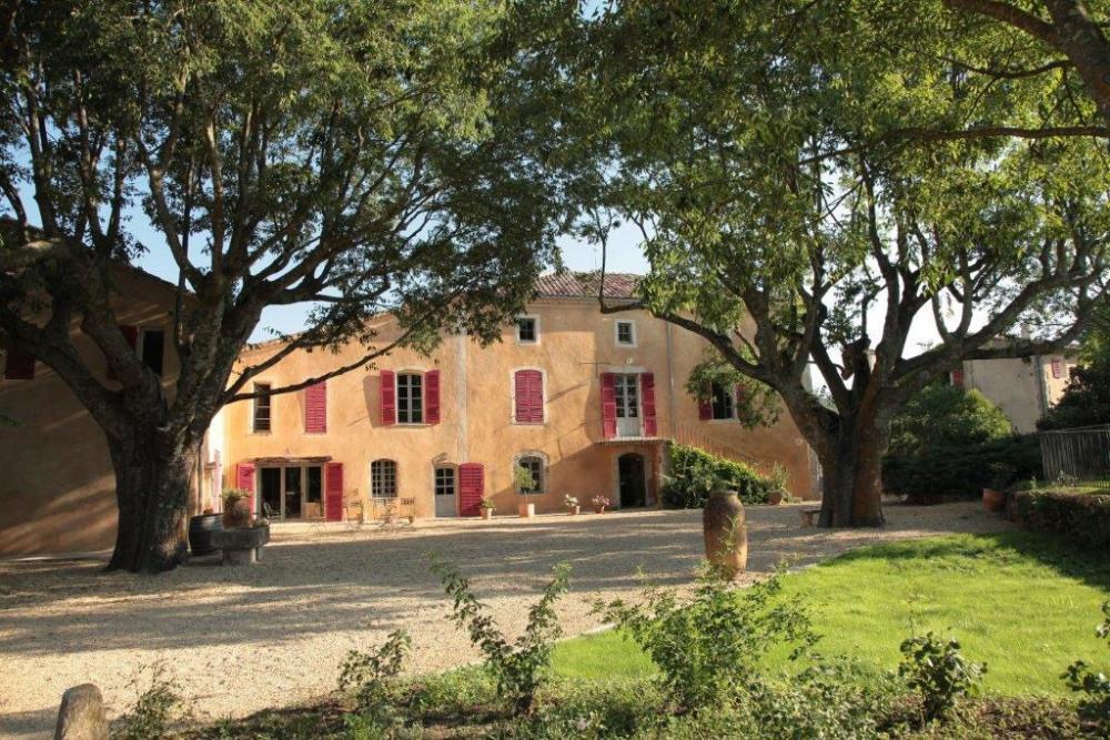 Charmante Bastide Provençale au coeur des vignes.