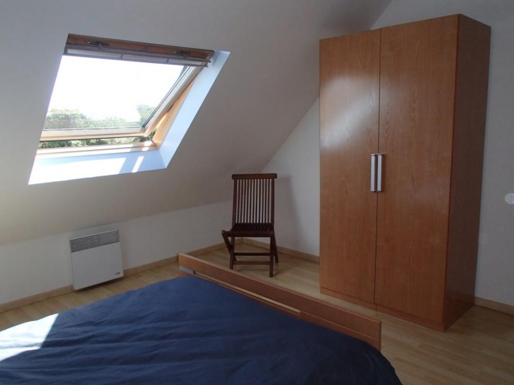 1 chambre lits 2p + armoire + cintres