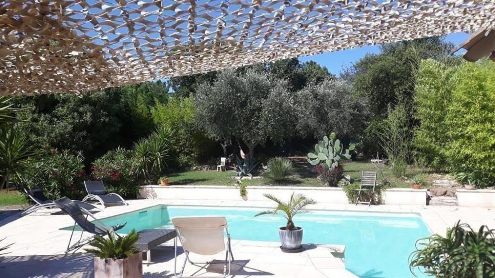 La piscine et une partie du jardin