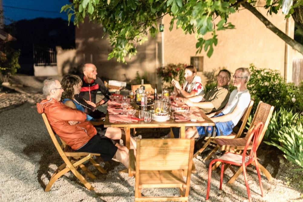 Table d'hôtes en été