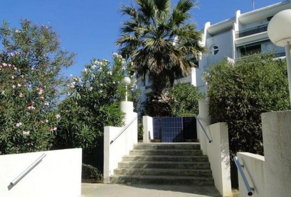 Dans résidence Quartier du Couchant résidence Martinic, appartement 2 pièces en rez de jardin, co...