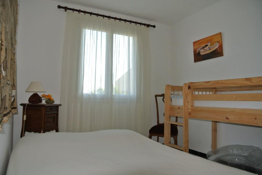 chambre 3 couchages 1 lit double + 1 lit surélevé 1 personne