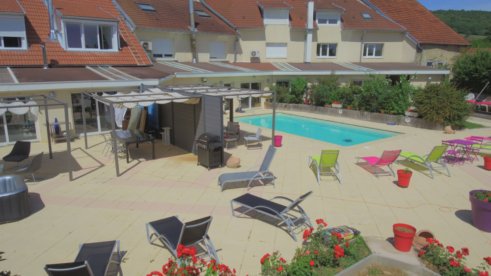 TERRASSE PRIVATIVE ACCES PISCINE