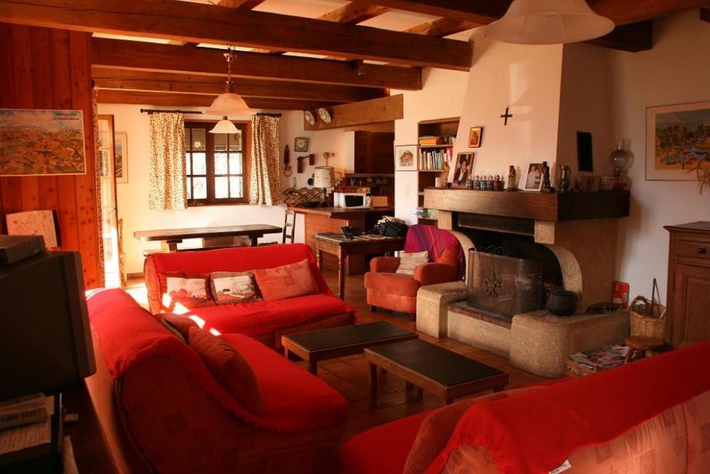 intérieur salon cheminée