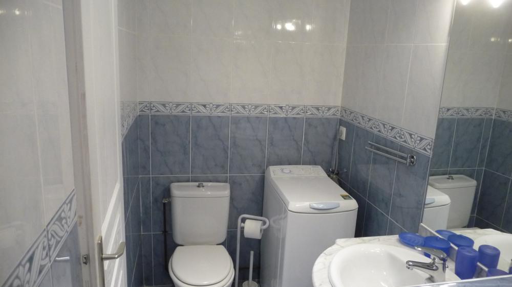 salle d'eau, coin toilettes et Lave-linge