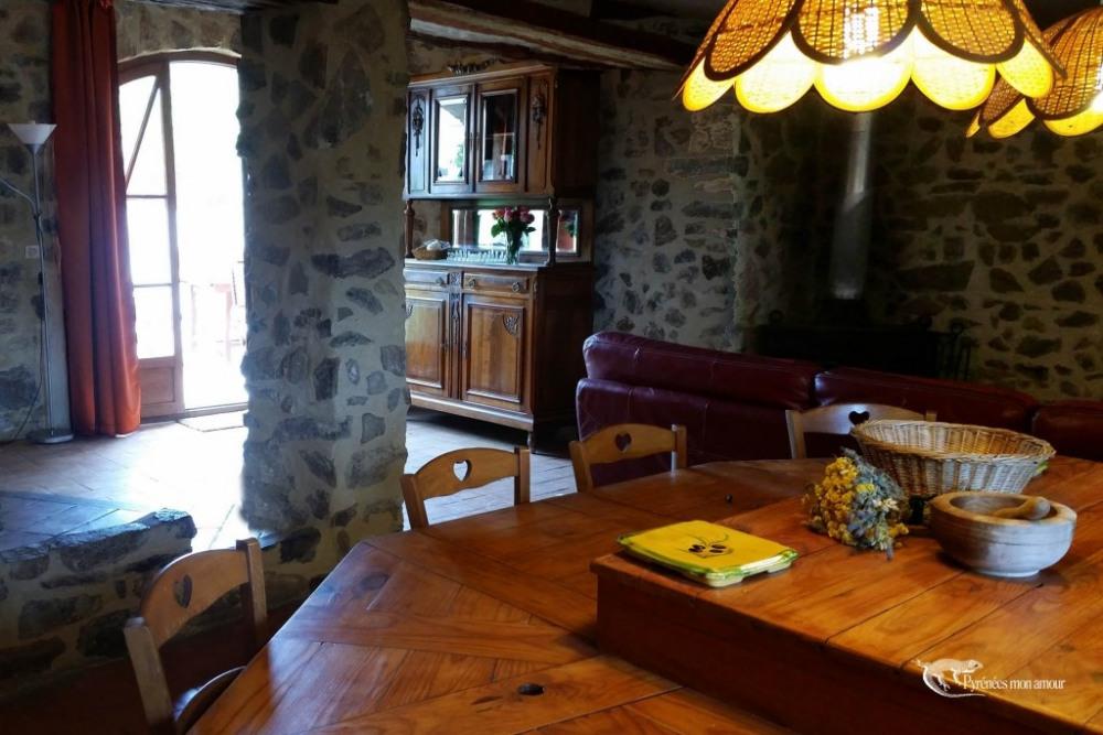 vue de l'entrée à partir de la cuisine