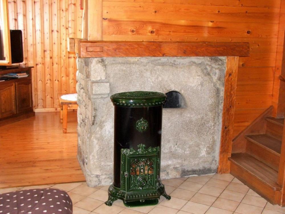 fourneau à bois salle à manger (bois fourni)