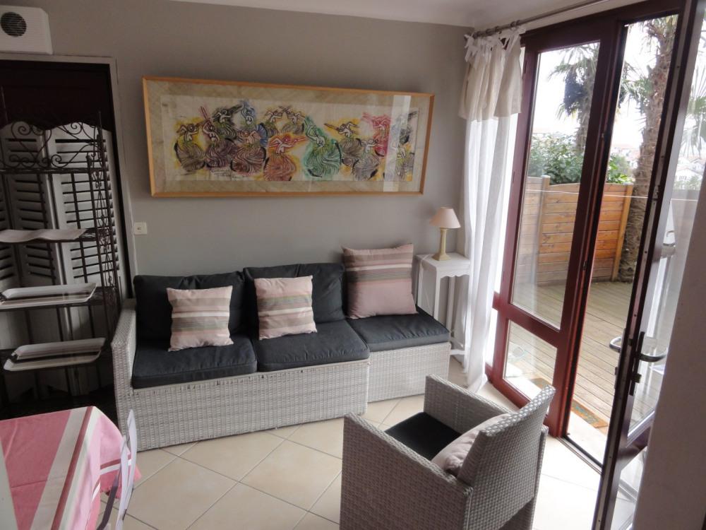 Petit salon donnant sur la terrasse