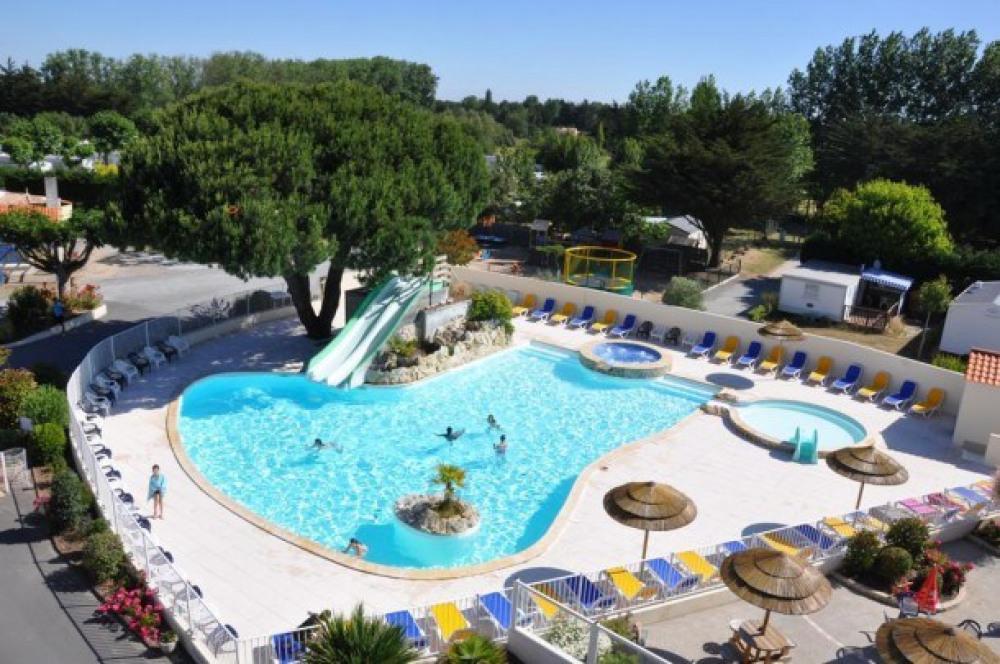 Camping Domaine des Salins - Chalet Bois 33m² / 3 chambres + terrasse couverte