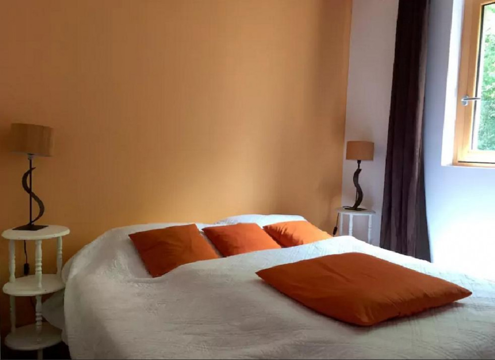 Chambre orange: Lit 1m60