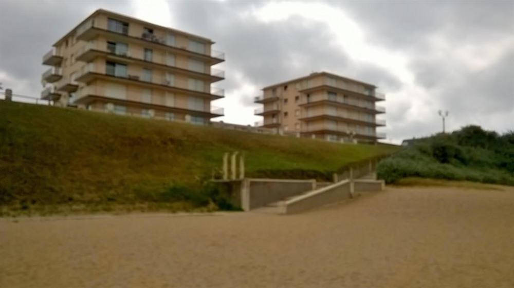 descente plage au pied de  l'immeuble( +accès faci