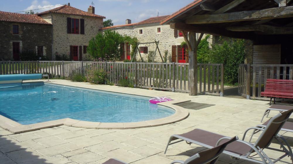 Maison de caractère avec piscine chauffée pour 8 personnes ai milieu de la campagne vendéenne - Château-Guibert
