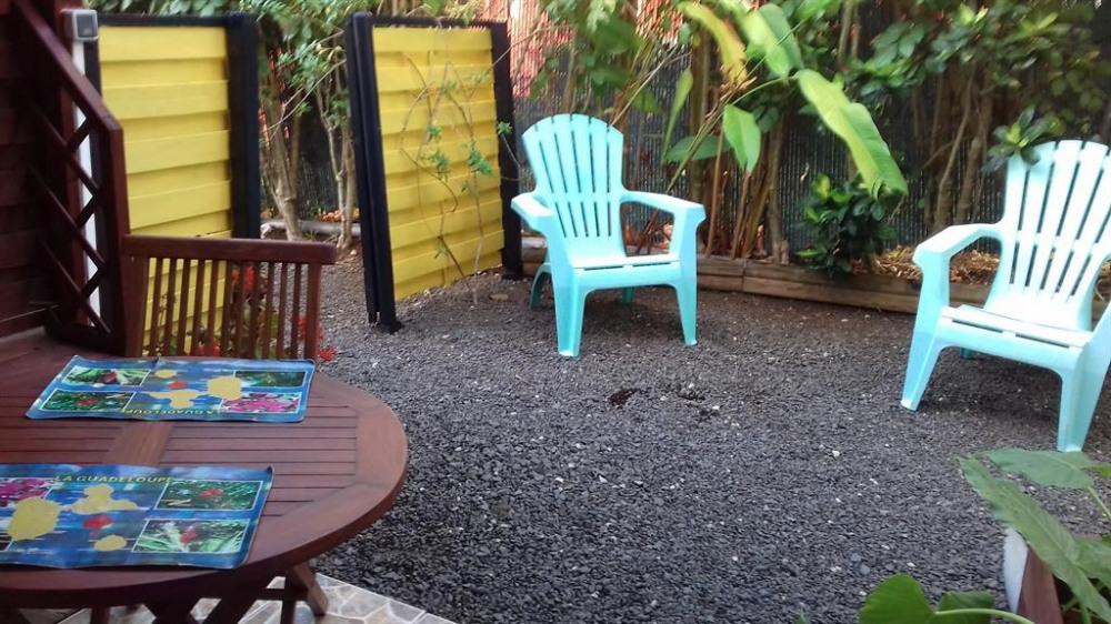 TABLE EN TECK POUR 2 et petit jardinet
