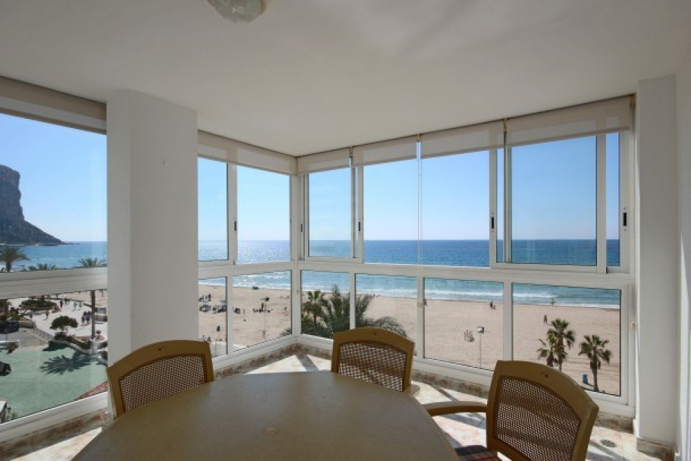 Luxury Frontline 3 bedroom Apt., Stunning Views, 140m2, Wifi, Airco, Sate