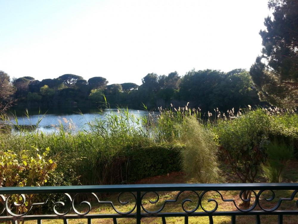 Vue du balcon sur le lac