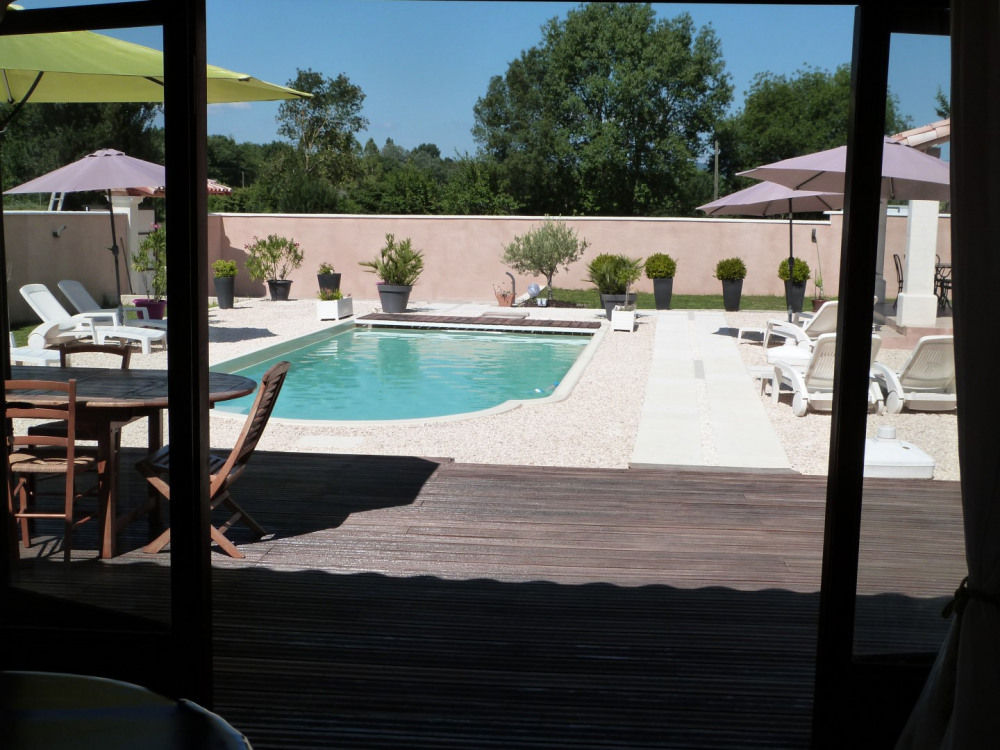 la piscine vue du pool house