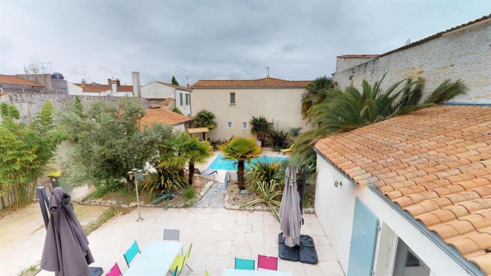 Terrasses et piscine