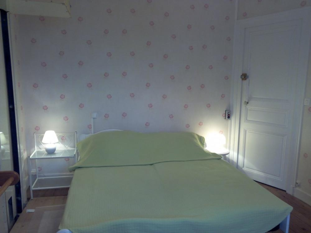 chambre 1er étage avec 2 lits gigogne les deux lits sont à la même hauteur
