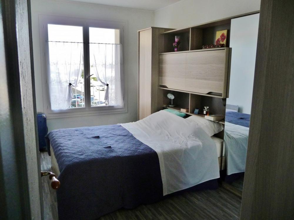 Chambre 1 , lit -pont 140 et armoire