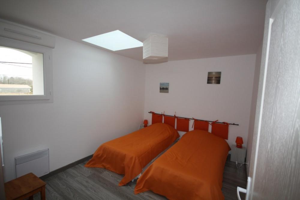 chambre orange 2*2 lits double 190x90