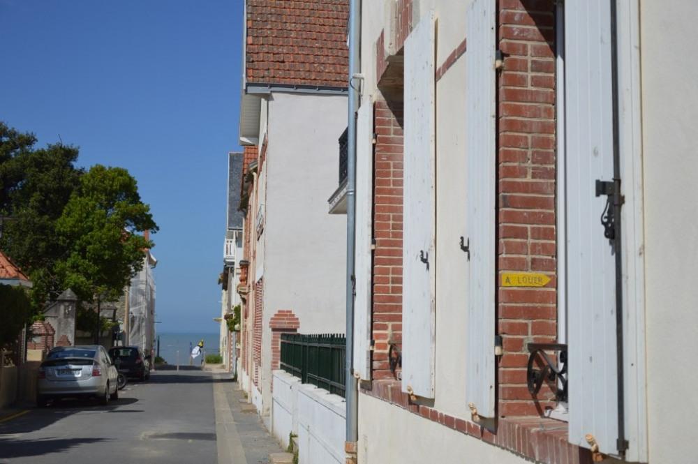 La La maison et la plage au bout de la rue