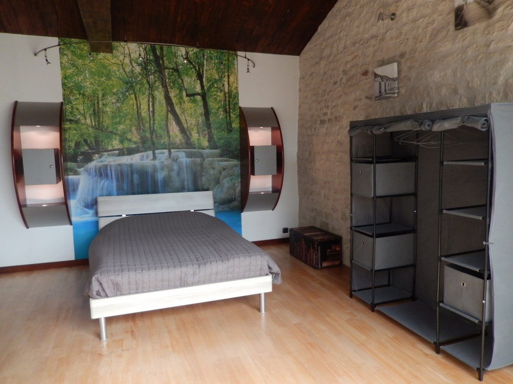 Grande chambre avec lit de 140 ...