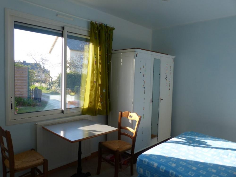 chambre 1 r-de-ch, salle d'eau attenante