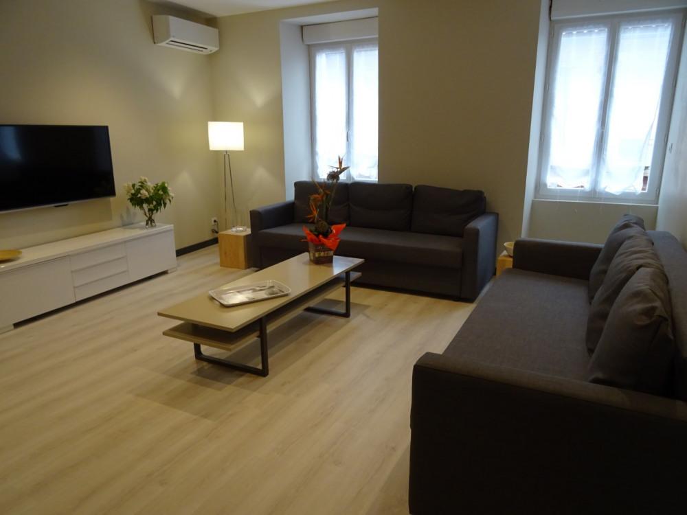 Salon, 2 grds canapé, TV 280 chaines + BEIN SPORTS, lecteur DVD, Jeux de société