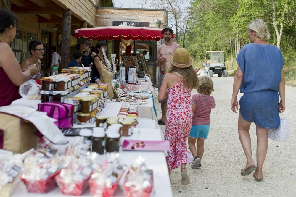Village Huttopia Sud-Ardèche, 31 emplacements, 90 locatifs