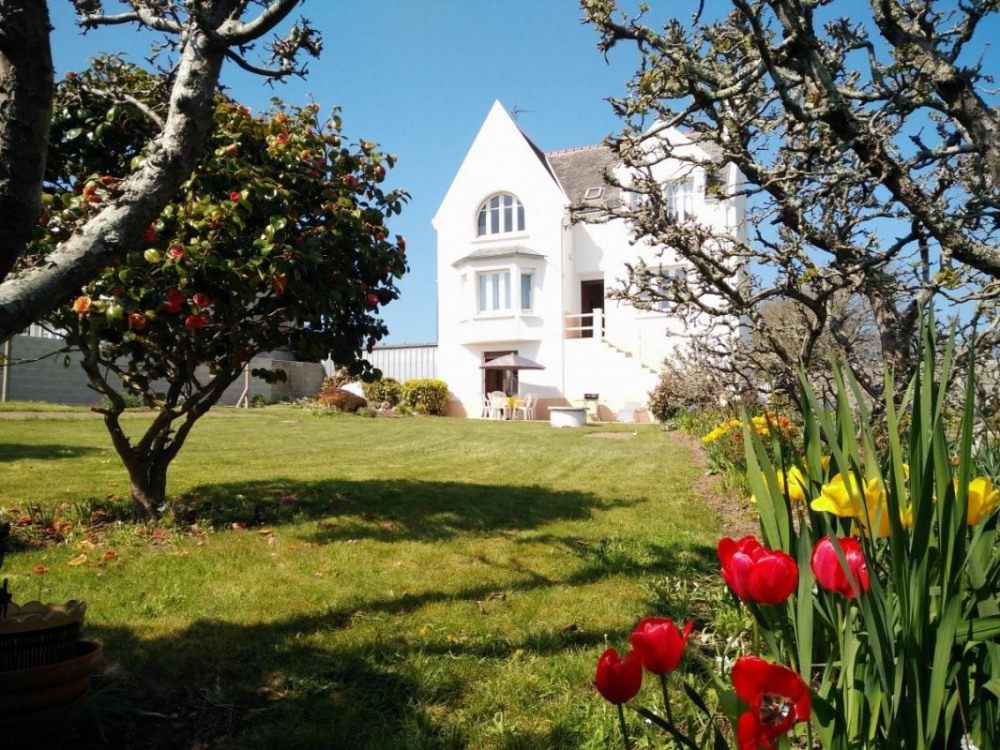 maison indépendante 2 épis avec jardin de 1300 m2 côté mer.