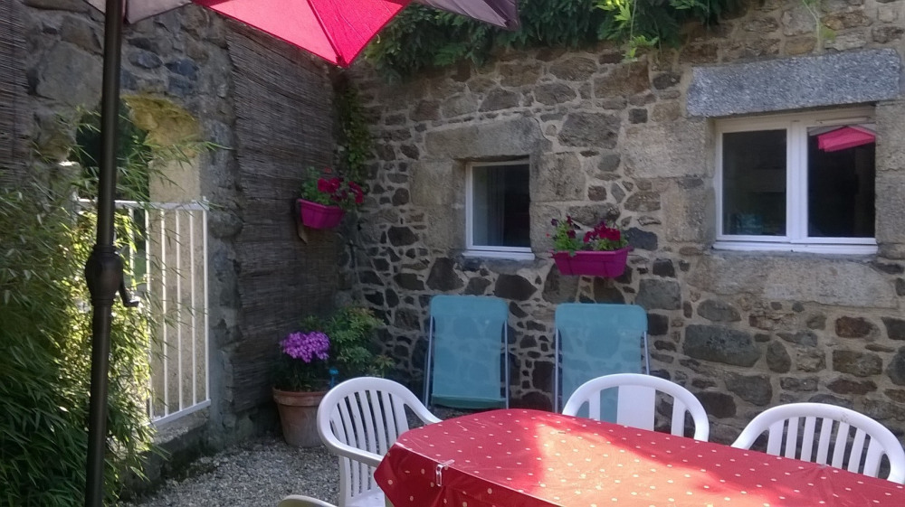 very calm agreeably flowered country house - Grâces