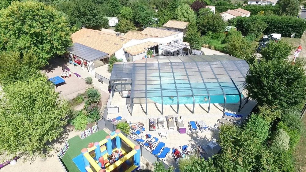 Camping Les Charmes, 30 emplacements, 25 locatifs