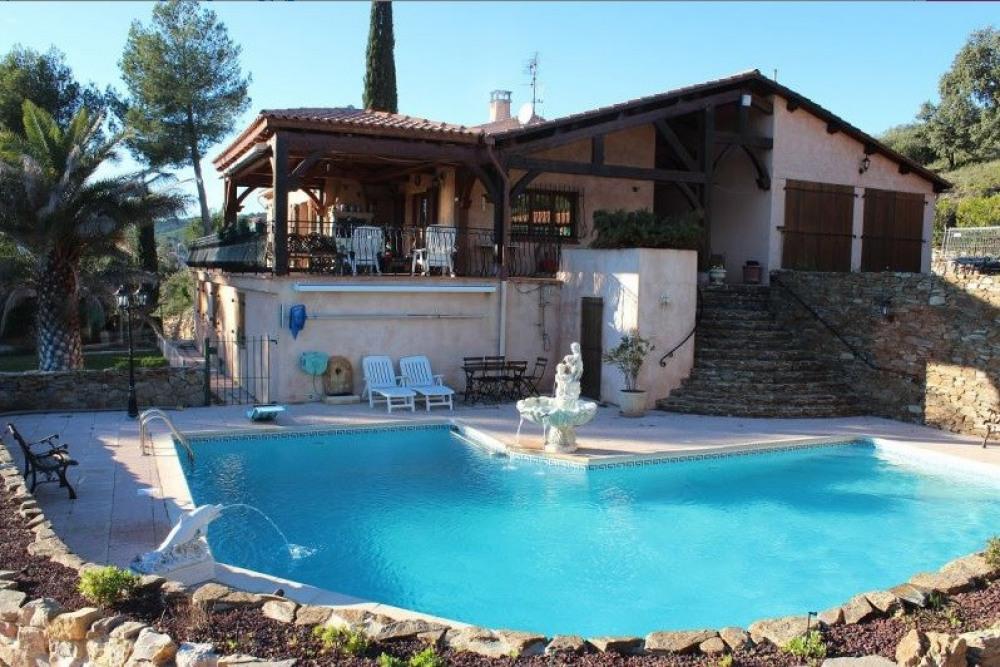 Location d'une maison de vacances avec piscine privée