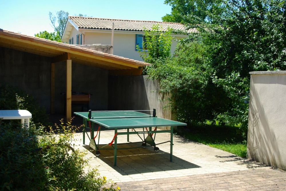 Patio, aire de jeux , ping pong, baby foot