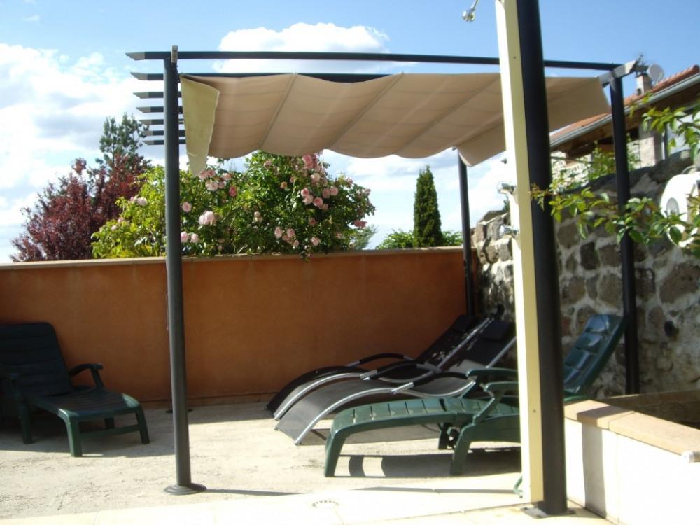 le solarium de la piscine