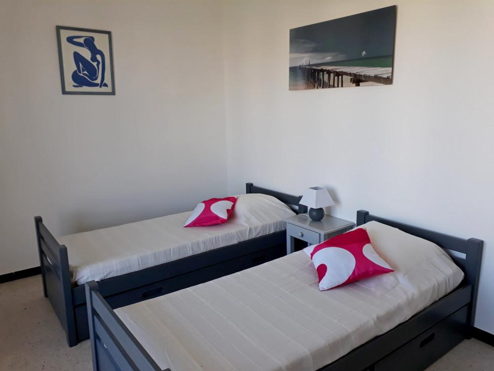 chambre 2 lits 80 + lit appoint