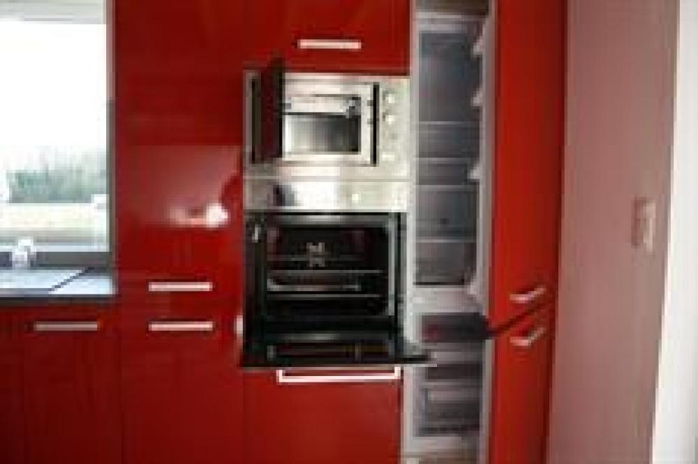 cuisine aménagée (four, micro onde, frigo, congel)