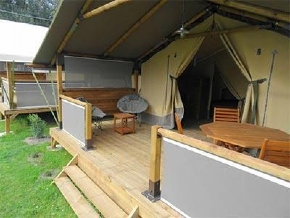 Camping La Borderie, 100 emplacements, 7 locatifs