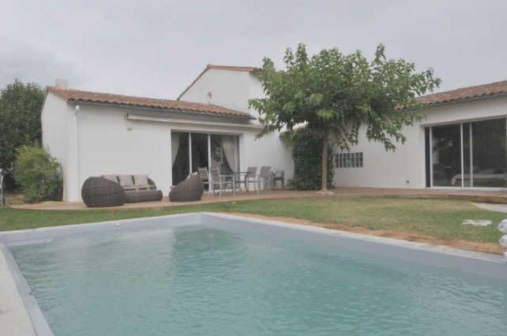 Villa avec piscine 8 personnes