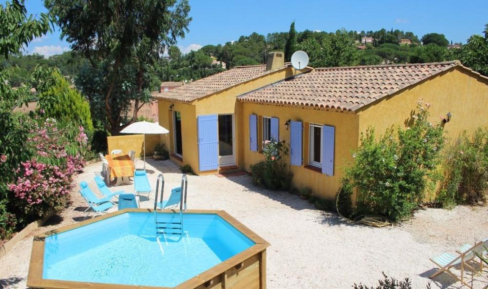 Jolie Villa, centre Var, calme, chambre climatisée, piscine.