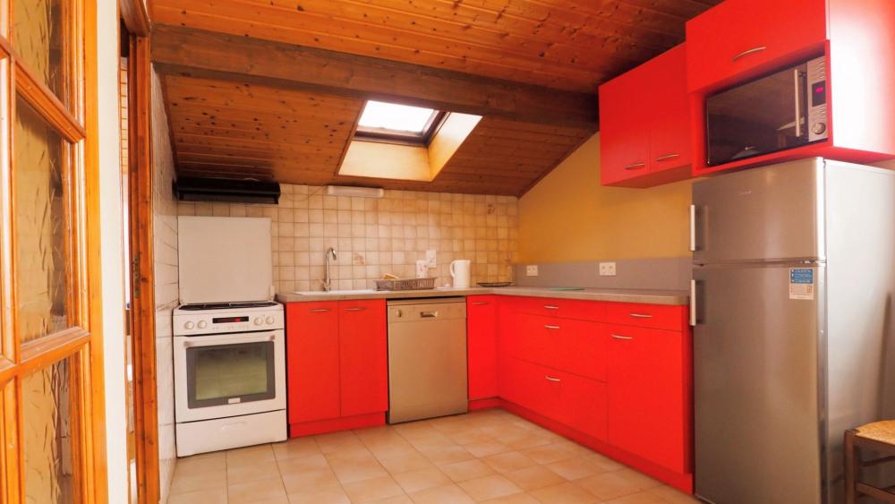 Appartement 60m2 au premier étage sans ascenseur, dans villa individuelle très calme