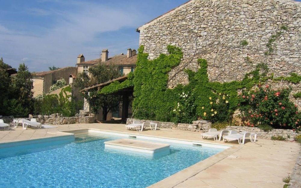 Domaine de La Blaque - Superbe grange restaurée à l'ancienne, avec charme, dans un magnifique domaine de 300 ha de fo...