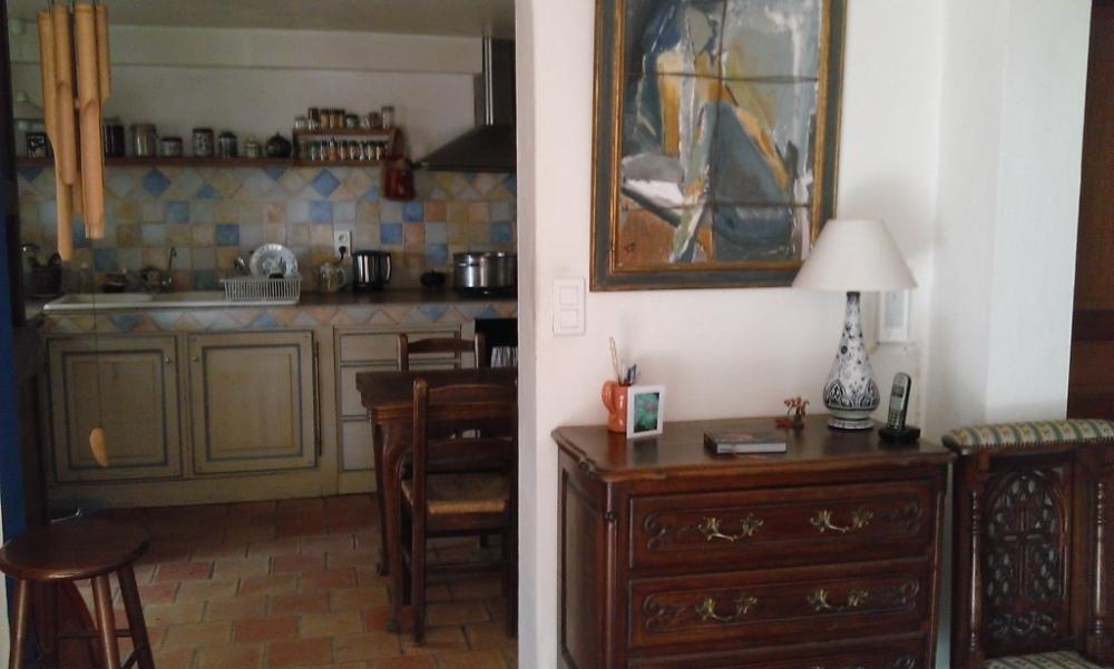vue de la cuisine du salon