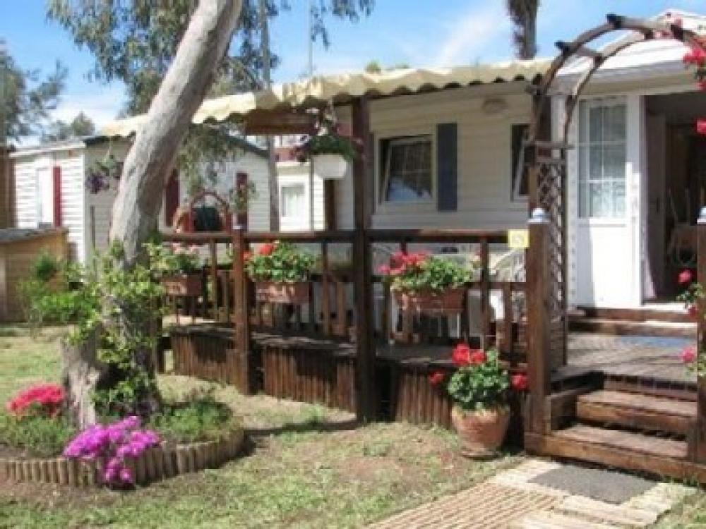 Très beau Mobil-home climatisé 6/8 couchages dans parc aquatique de 845 m2 à HYERES