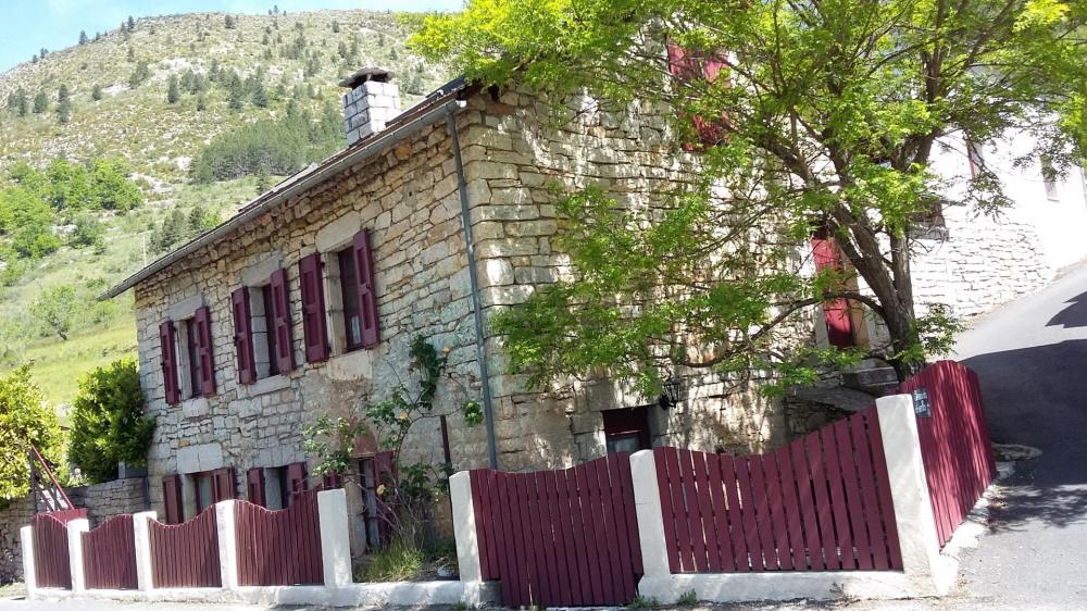 Gîte maison de caractère  2 étoiles pour 10 personnes à Prades commune de Ste Enimie Gorges du Ta...