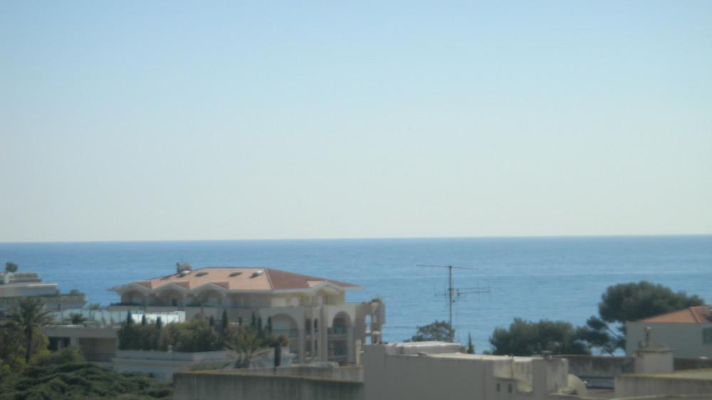 Vue  du balcon sur la mer