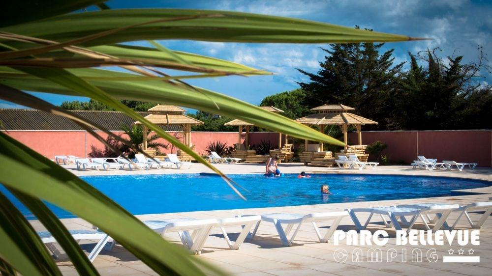 Mobil-home 4 places Chamarel 29 m² - Le Camping Parc Bellevue c'est le calme d'une pinède à proximité de la mer.