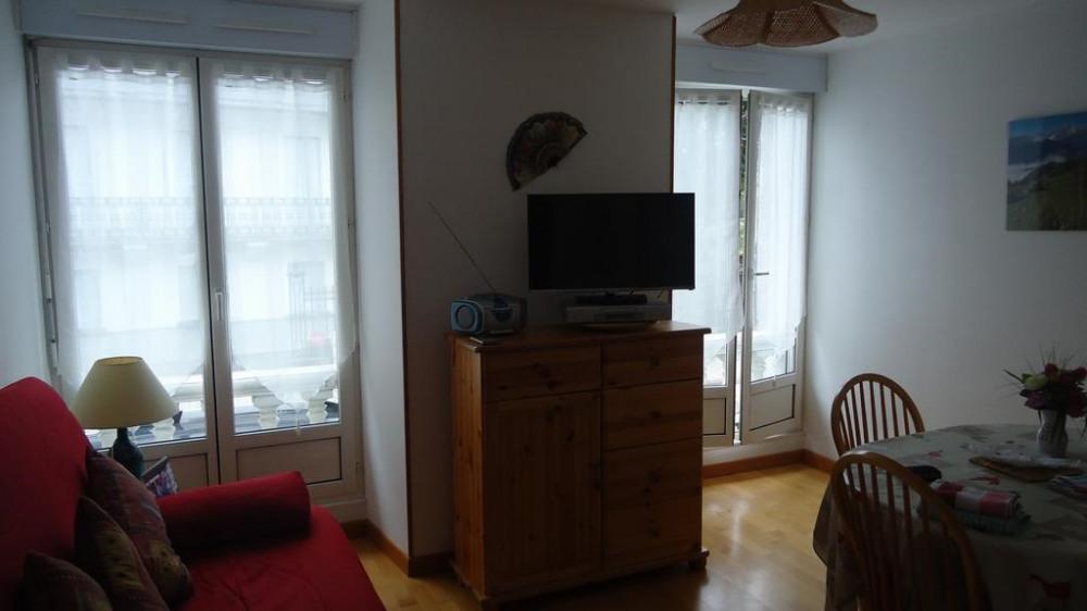 Le séjour, clair et spacieux.TV 80 cm USB ,DVD, ra