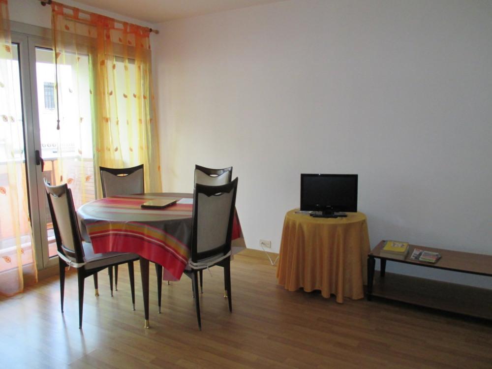 Grand studio, kitchenette parking privé,centre St Jean de Luz