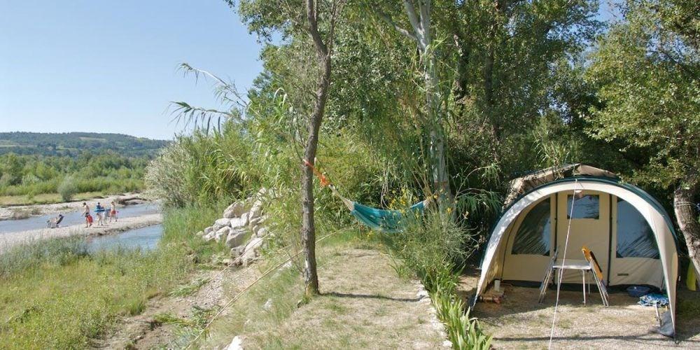 Camping Les Rives de l'Aygues, 91 emplacements, 9 locatifs